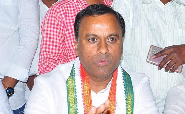 Komatireddy Rajagopal Reddy At Tirumala Visiting - Sakshi