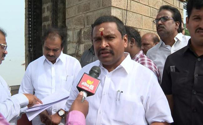 Ministers Kannababu And Vellampalli Srinivas Visit Prakasham Barrage - Sakshi