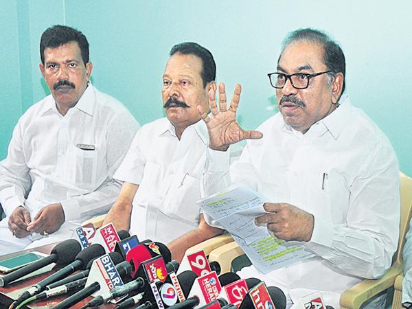 BJP in Chandrababu Trap - Sakshi