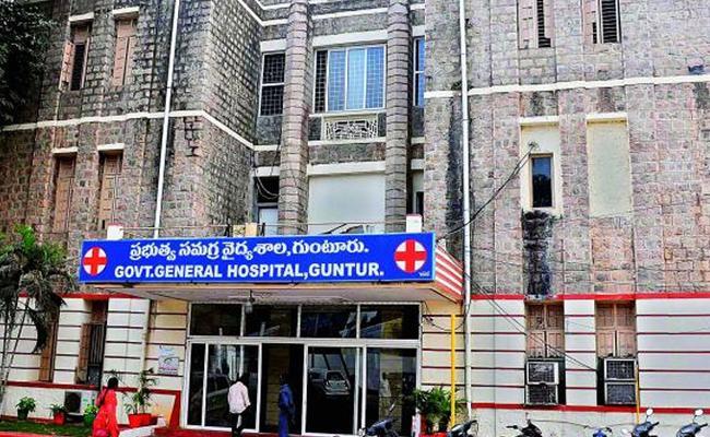 Illegal Recruitment In GGH In Guntur - Sakshi