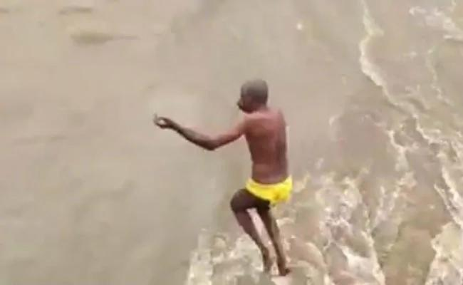 60 Year Old Jumps Into Swollen River Emerges 2 Days Later In Karnataka  - Sakshi