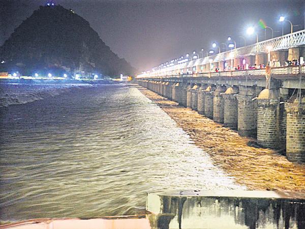 AP State Govt high alert in coastal areas of Krishna - Sakshi