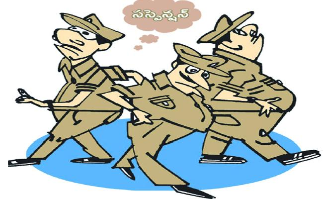 Police Constable And Home Guards Misbehave To People In Guntur - Sakshi