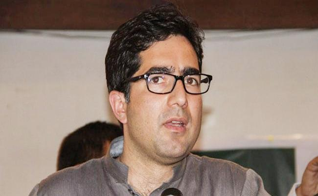 Shah Faesal Detained At Delhi Airport - Sakshi