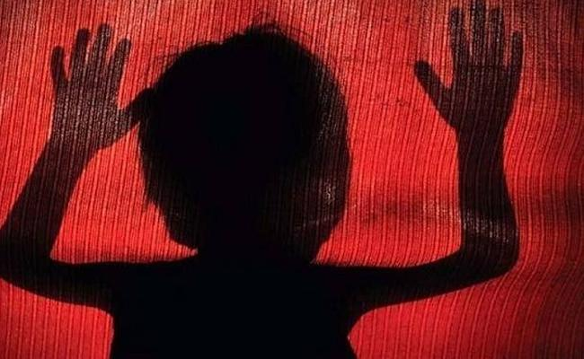 Sweeper Caught For Molestation On 5 Years Old In Delhi School - Sakshi