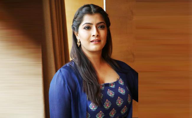 I Dont Want Marry Any Person Said Varalakshmi Sarathkumar - Sakshi