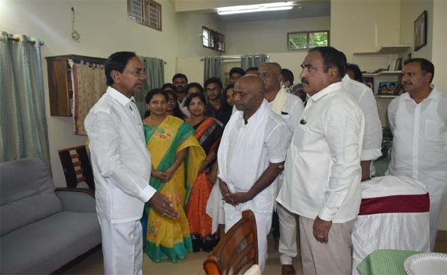CM KCR Visit Pragati Singaram Vilalge In Warangal Rural - Sakshi