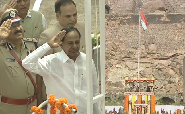 Telangana CM KCR Flag Hoisting At Golconda Fort - Sakshi