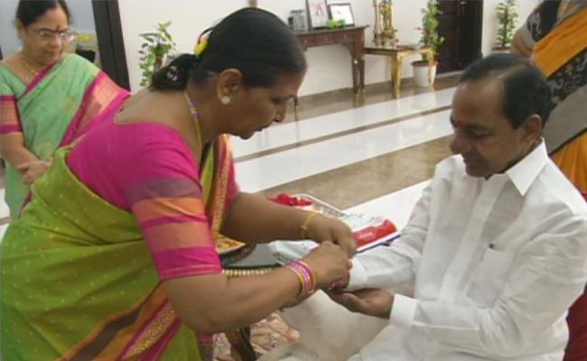 Women tied rakhi to Telangana Chief Minister KCR at Pragati bhavan - Sakshi