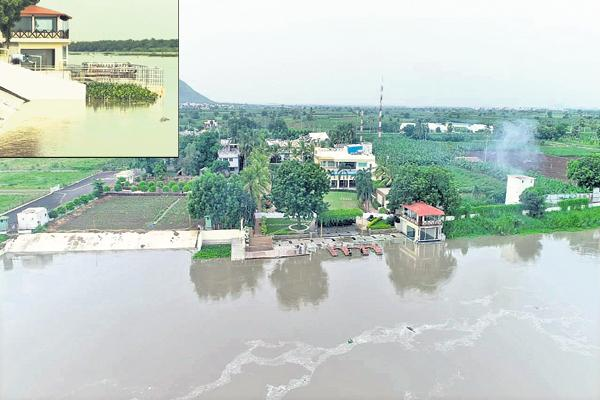 Flood water into homes along the Krishna Karakatta - Sakshi