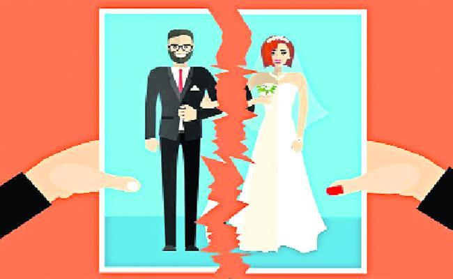 Extra Marital Affair Cases Are Rampant In Guntur District - Sakshi