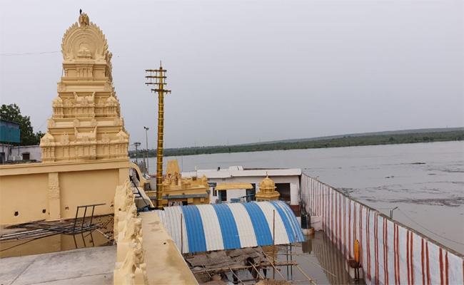 Pulichintala Water Breaches Mattapalli Lakshmi Narasimha Swamy Temple - Sakshi