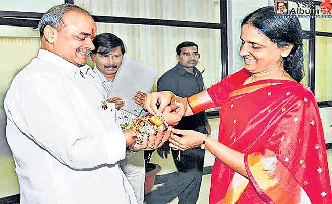 Maheshwaram MLA Sabita Indra Reddy Remembers YSR On Rakhi Festival - Sakshi