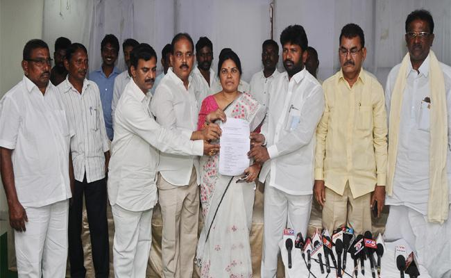 Telangana TDP Leaders Make A Beeline To Join BJP In Nalgonda District - Sakshi