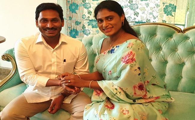 YS Sharmila Ties A Rakhi To YS Jagan - Sakshi