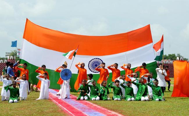 Minister Pushpa Srivani Flag Hoisting In Vijayanagaram - Sakshi