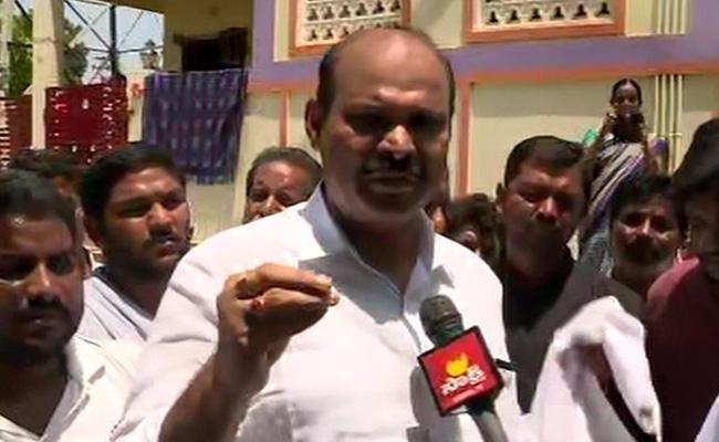 YSRCP Leader Parthasarathi Fires On Devineni Uma Over Floods - Sakshi