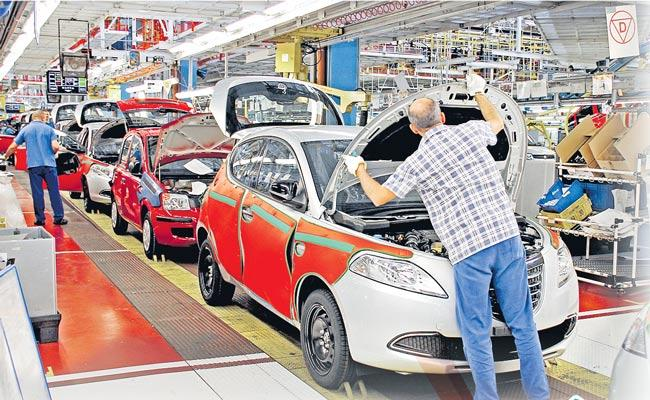 Indian Automobile Sector Slowdown Sees 15,000 Job Losses - Sakshi