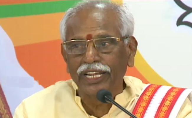 BJP Leader Bandaru Dattatreya Fires On KCR - Sakshi