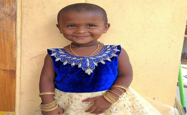 5 Years Old Girl Died In Road Accident In Mancherial - Sakshi