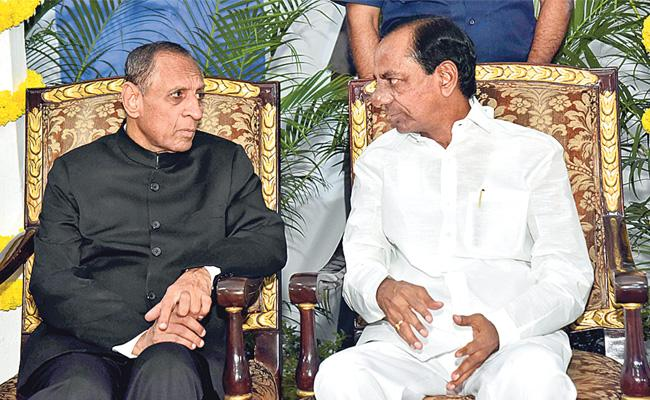 CM KCR Attends at Home Party in Raj Bhavan - Sakshi