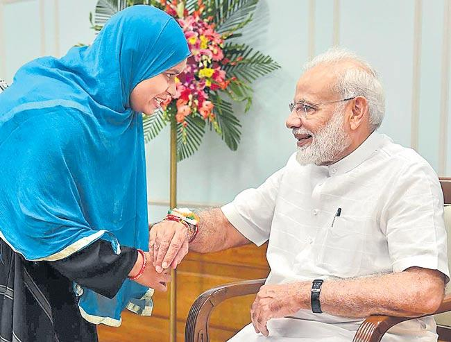Triple talaq petitioner Ishrat Jahan ties rakhi to PM Narendra Modi - Sakshi