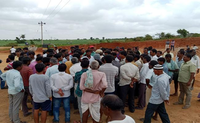 No Compensation For Farmers Who Given Lands For  Palamuru-Rangareddy Project, Rangareddy - Sakshi