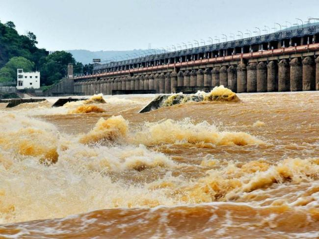 Flood Water Is Likely To Reach Chandrababu House - Sakshi