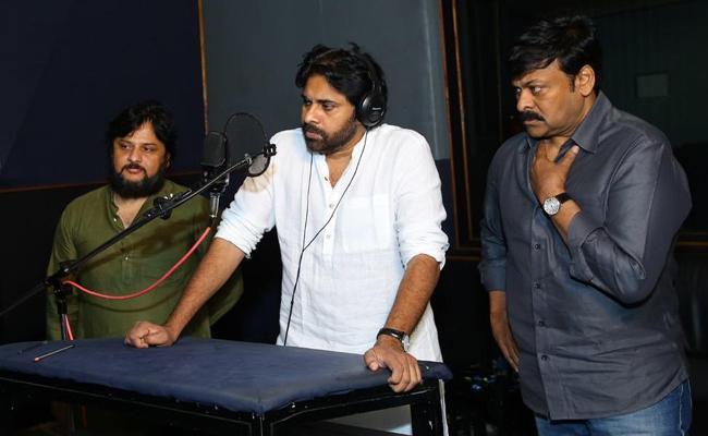 Pawan Kalyan's Voice Over To Chiranjeevi Sye Raa Narasimha Reddy - Sakshi