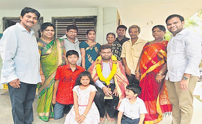 Blind Man katta Simhachalam Rank in 2019 IAS Batch - Sakshi