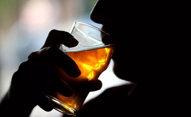Revenue Officials Take Alcohol In Independence Day At Chittoor - Sakshi