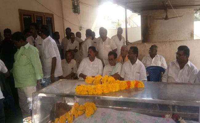 Thanuku MLA Karumuri Brother Died In West Godavari - Sakshi