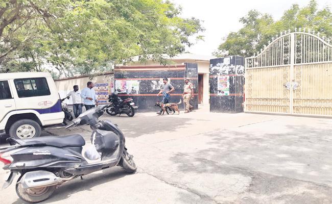 Unknown Person in OU Ladies Hostel Hyderabad - Sakshi