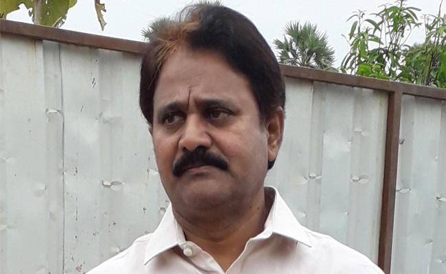 Mopidevi Venkataramana Rao Visits Prakasam Barrage  - Sakshi