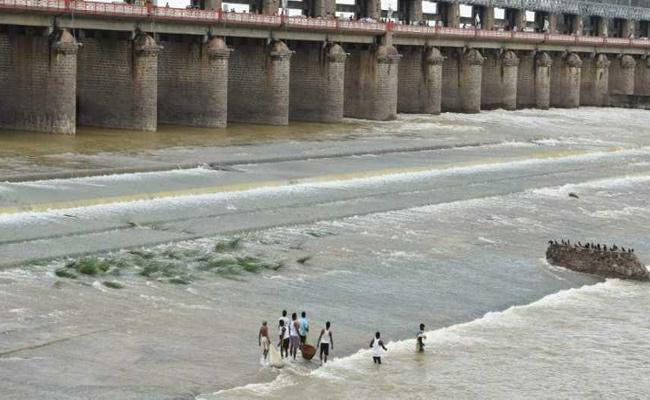 Flood Flow To Prakasam Barrage Is Decreasing - Sakshi