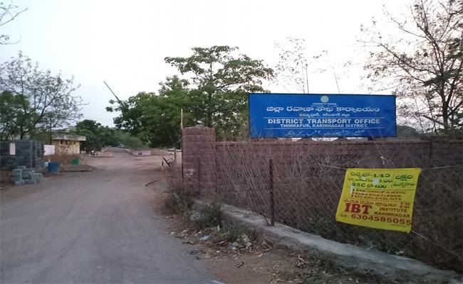 Karimnagar RTA Office Doing More Corruption In Driving License And Vehicle Registrations - Sakshi