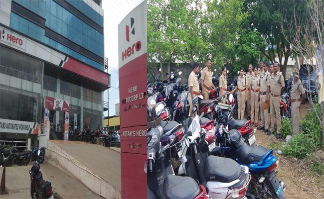 Kodela Sivaram In Deep Soup With Police Cases - Sakshi