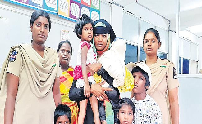 Girl Child Kidnap Case Reveals in Hyderabad - Sakshi