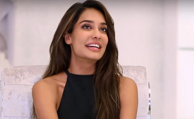 Lisa Haydon Cute Post About Her Second Pregnancy - Sakshi