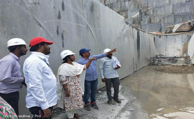 Vigilance Officers Inspecting On Granite Quarries In Prakasham - Sakshi