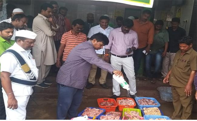 Decomposing Of Chicken Seized By Food Controller In Nellore - Sakshi