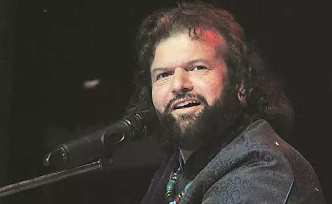 Hans Raj Hans Wants JNU To Be Renamed MNU - Sakshi
