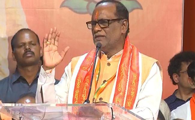 BJP Leader Laxman Slams TRS And Congress - Sakshi