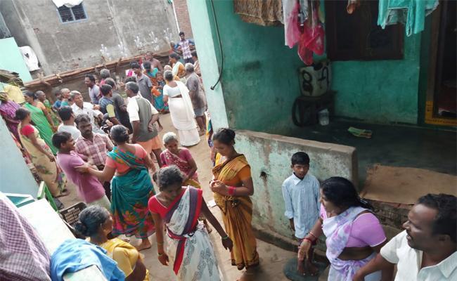 TDP Leader Says Give Money For House In NTR Gruha Pathakam In Mummidivaram - Sakshi