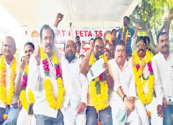 R Krishnaiah and MLC Rama chander Rao Support to PET Strike - Sakshi