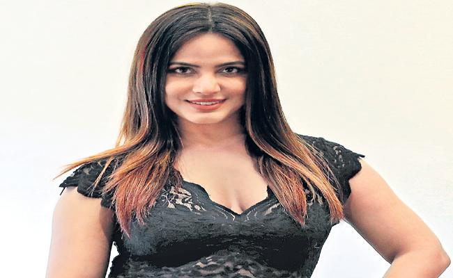 Heroine Neetu Chandra Exclusive Interview In Family - Sakshi