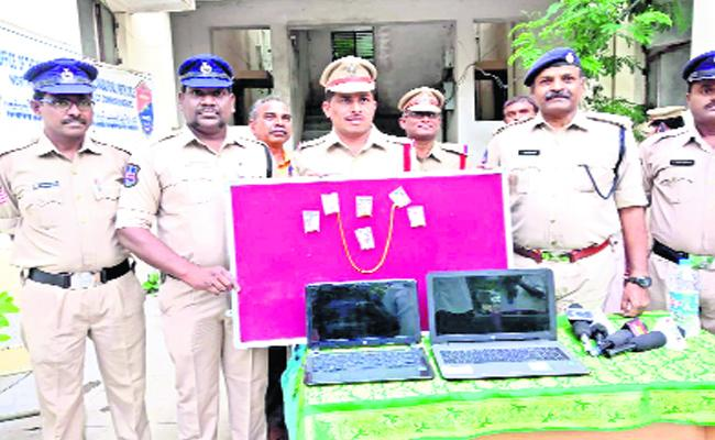Thieves Arrested In Nizamabad - Sakshi