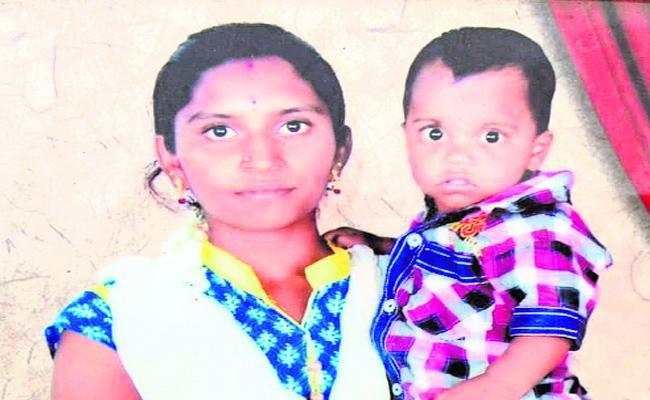 Women Suicide In Krishna River At Kurnool - Sakshi
