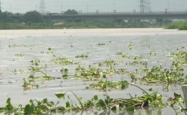 Yamuna Water Level Continues Alert In Delhi - Sakshi