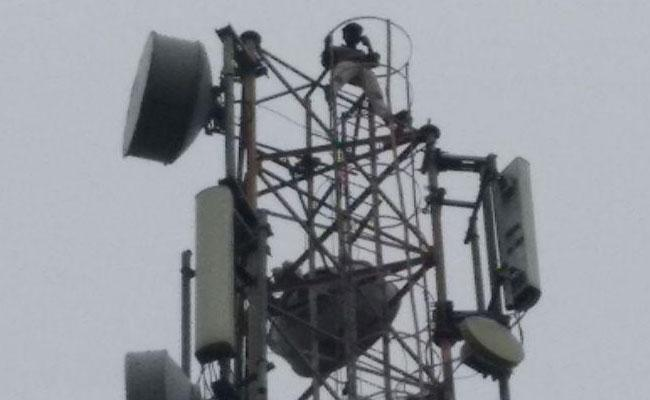 Young Man Climb Cell Tower In Nizamabad - Sakshi
